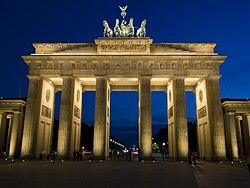 Brandenburger Tor - freakyman 2.jpg