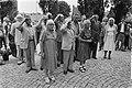 Brengen van de groet van de Internationale Brigades dhr. Piet Laros (2e van lin, Bestanddeelnr 932-6594.jpg