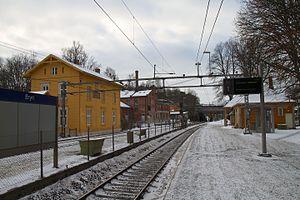 Bryn Station - The west-bound platform