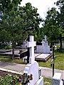 Bucuresti, Romania. Cimitirul Bellu Catolic. Cioara pe cruce (plange).jpg