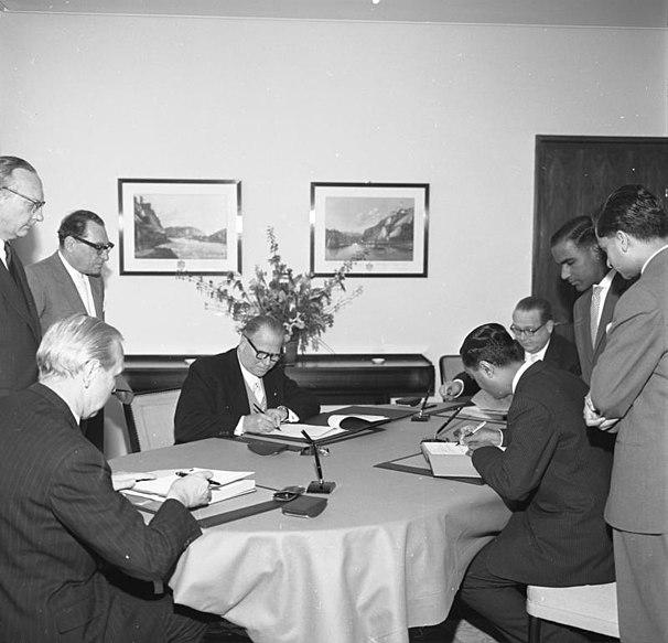 File:Bundesarchiv B 145 Bild-F008239-0005, Auswärtiges Amt, Vertrag mit Indien.jpg