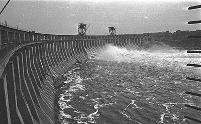 Bundesarchiv B 145 Bild-F016197-0005, Wasserkraftwerk am Dnjepr.jpg