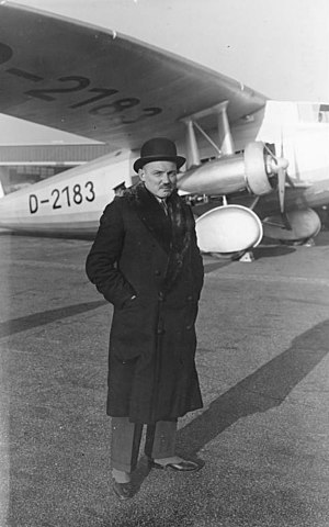 Claude Dornier - Claude Dornier 1931 in front of a Dornier Do K-3