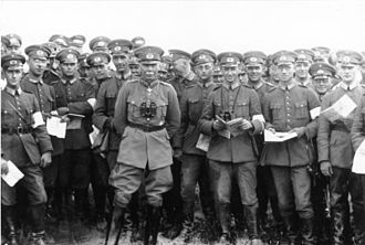 Reichswehr - General Hans von Seeckt, Chief of the Reichswehr together with infantry men at a Reichswehr manoeuvre in Thuringia, 1926
