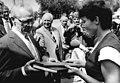 Bundesarchiv Bild 183-1983-0518-032, Dresden, Besuch von Willi Stoph in einer LPG.jpg
