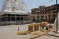 Bungamati-Hauptplatz-Rato Machhendranath-Tempel-Dreschen.jpg