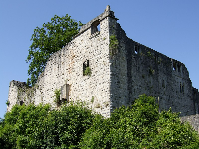 внешняя стена замка Теофельс