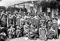 COLLECTIE TROPENMUSEUM Een groep vrouwen van Karo-Batak afkomst in lokale kleding met bijbehorende hoofddoeken en oorijzers (padoengs) Noord-Sumatra TMnr 10005407.jpg