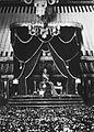 COLLECTIE TROPENMUSEUM Vorst op troon; vermoedelijk Hamengkoe Boewono VIII (1921-1939) van Yogyakarta TMnr 60027190.jpg