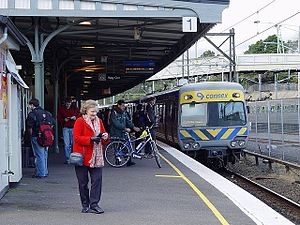 Railways in Melbourne - Connex train arriving at Camberwell railway station