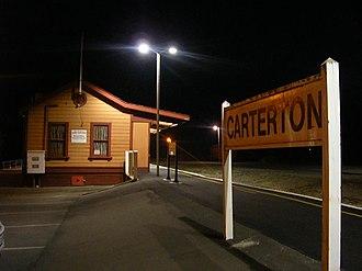 Carterton railway station - Image: Carterton station at night