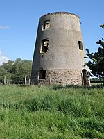 Castor windmill tower - geograph.org.uk - 1318938.jpg