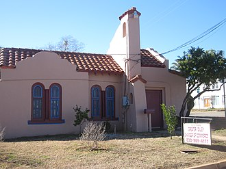 Dilley, Texas - Image: Chamber of Commerce building in Dilley, TX IMG 2498