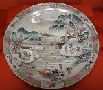 Charger with scene of fishermen and families, Jingdezhen, China, c. 1730 - Winterthur Museum - DSC01565.JPG