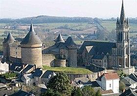 Le château et l'église Notre-Dame.