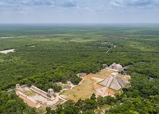 Chichen Itza-18 (cropped).jpg