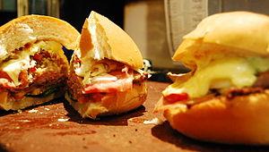 Chivito (sandwich) - Image: Chivito 1
