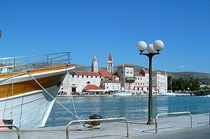 Čiovo - Image: Chorwacja, widok na Trogir z wyspy Ciovo