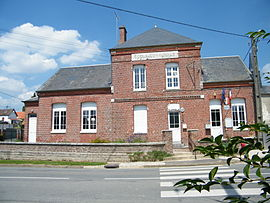 The town hall and school in Chuignes