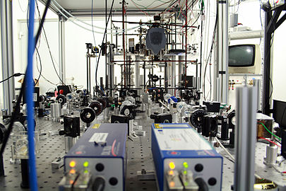 Cold atoms experiment 02.JPG