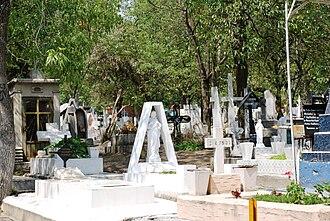 Panteón de Dolores - Crowded gravesites