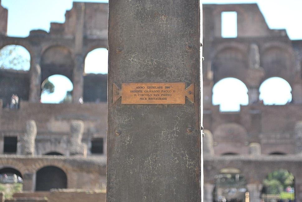 Cruz del Jubileo 2000 en el Coliseo - detalle
