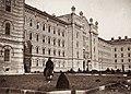 Császári és Királyi Katonai Főreáliskola (ma Martin Kaszárnya), a déli főbejárat előtti park. Fortepan 75962.jpg
