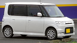 Daihatsu Tanto Custom 2005.jpg