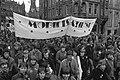 Demonstranten in de Raadhuisstraat met spandoek Mobilisatie '81, Bestanddeelnr 931-8162.jpg