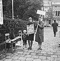 Demonstranten voor het Amerikaanse consulaat te Amsterdam (tegen politiek Vietna, Bestanddeelnr 918-2399.jpg