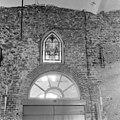 Dichtgezet venster boven de zuidelijke ingang - Batenburg - 20028331 - RCE.jpg