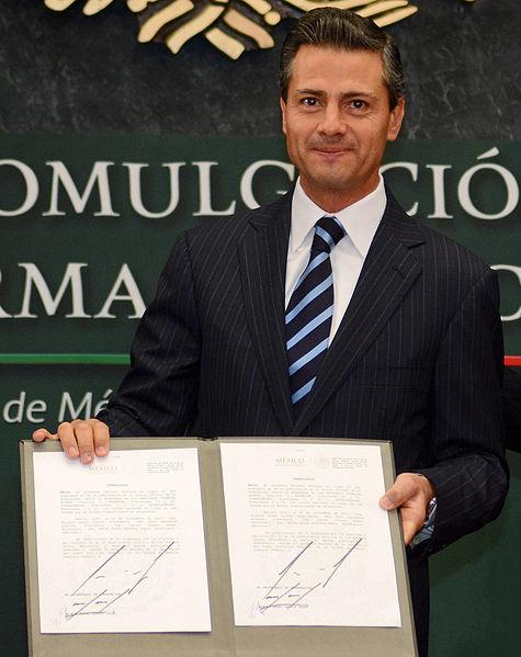 File:EPN. Promulgación de la Reforma Financiera.jpg