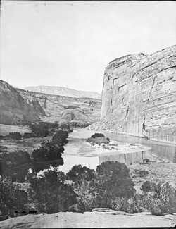 Echo Rock, Green River, Utah. Old No. 105. Echo Park looking from upper end. Yampa River in the - NARA - 517755.tif
