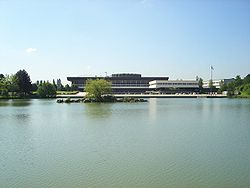 Ecole Polytechnique France seen from lake DSC03389.JPG