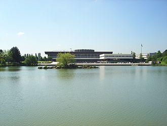 Paris-Saclay - Ecole Polytechnique France seen from lake