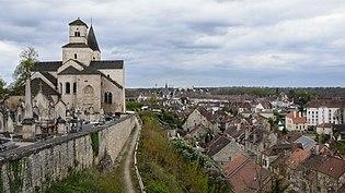 Eglise Saint-Vorles dominant Chatillon-sur-Seine.jpg