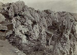 Eingebaute Mannschaftsunterstände am Monte Sabotino