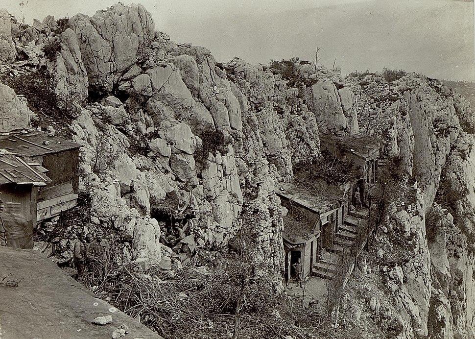 Eingebaute Mannschaftsunterst%C3%A4nde am Monte Sabotino