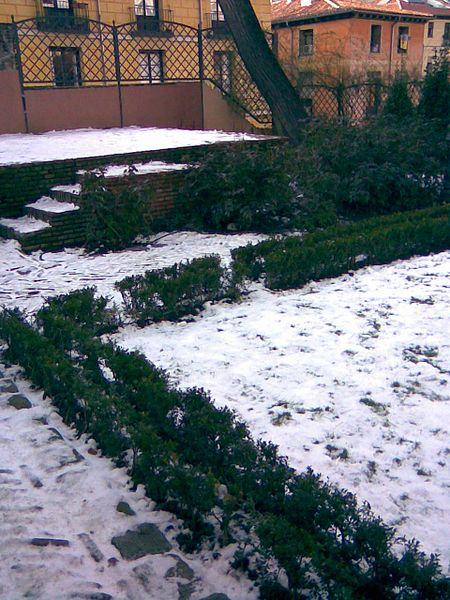 File:El jardín del Príncipe de Anglona, nevado (2).jpg