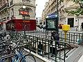 Entrée Station Métro Jasmin Paris 3.jpg