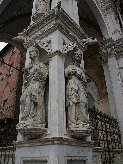 Sculture di Mariano di Angelo per la Cappella di Piazza, Piazza del Campo