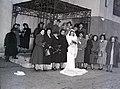 Esküvői fotó, 1948, a Kazinczy utcai zsinagógánál. Fortepan 104884.jpg