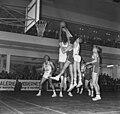 Europa-cup Basketball SVE tegen Real Madrid te Utrecht, aanval van de Nederlande, Bestanddeelnr 920-9128.jpg