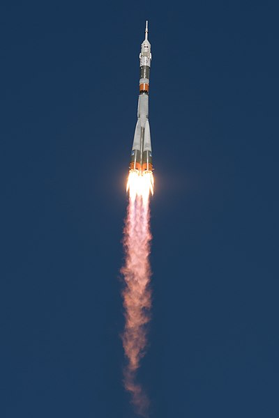 Expedition 57 Launch (NHQ201810110005).jpg