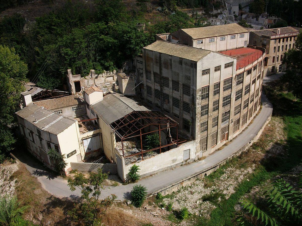 Urban decay - Wikipedia