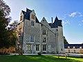 Facade sud-est chateau des Brétignolles.jpg