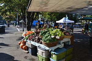 English: Farmers Market vendors display local ...