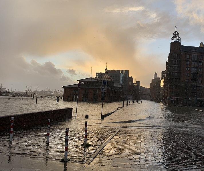 File:Fischmarkt, Sturmflut 10. Februar 2020.jpg