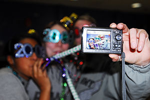 New Year's glasses - Image: Flickr The U.S. Army Three is a crowd