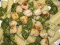 Flickr - cyclonebill - Pasta med hjemmelavet pesto og smørristede kammuslinger.jpg